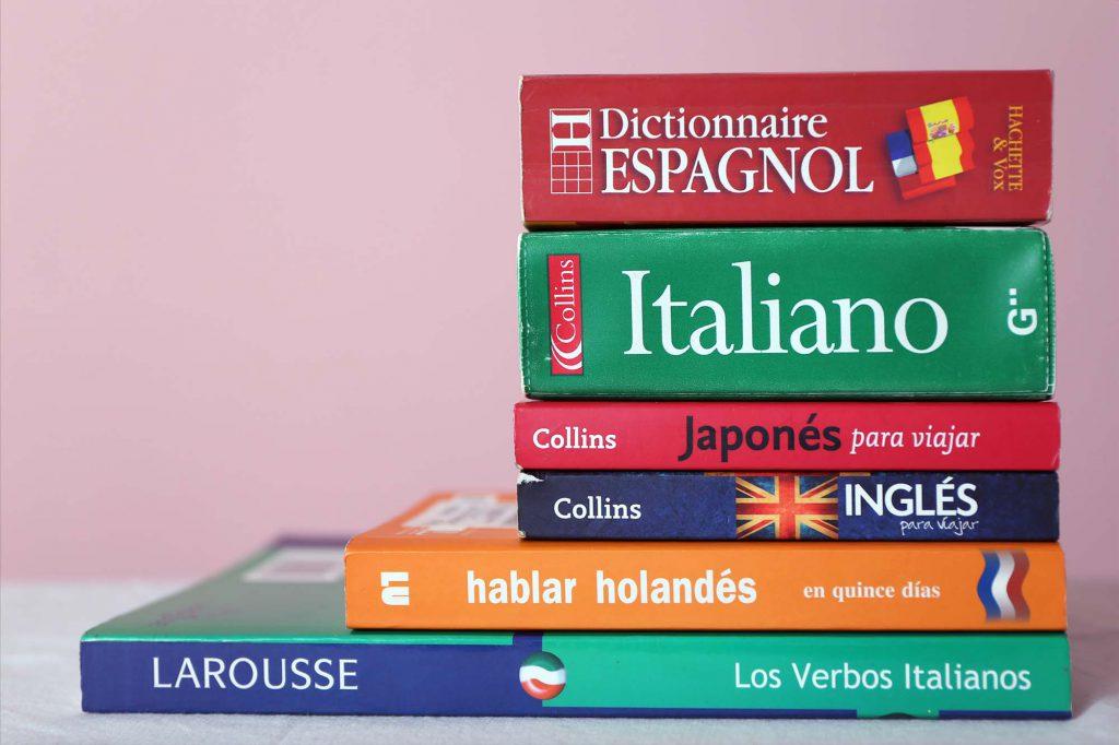Para aprender otro idioma los diccionarios son imprescindibles