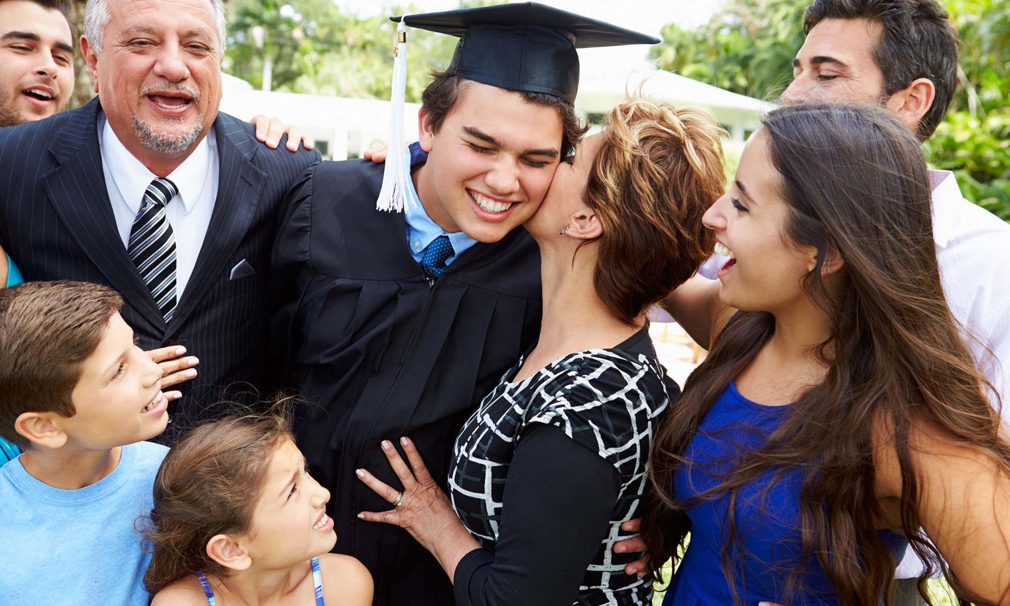 Graduación universitaria con la familia