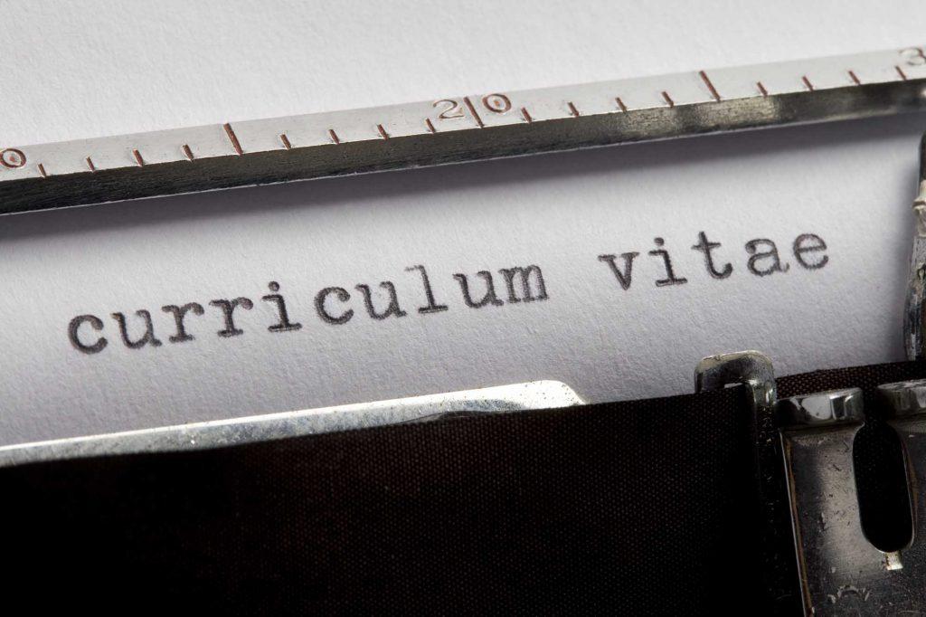 Elaborar currículum atractivo.