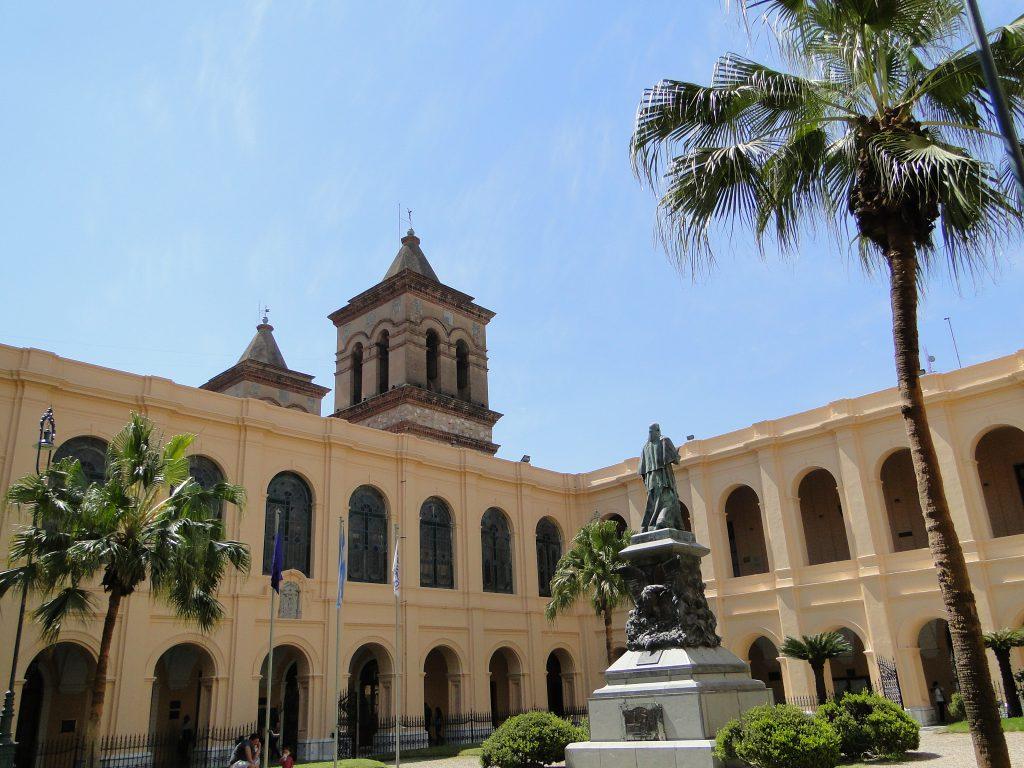 Primera universidad de Argentina