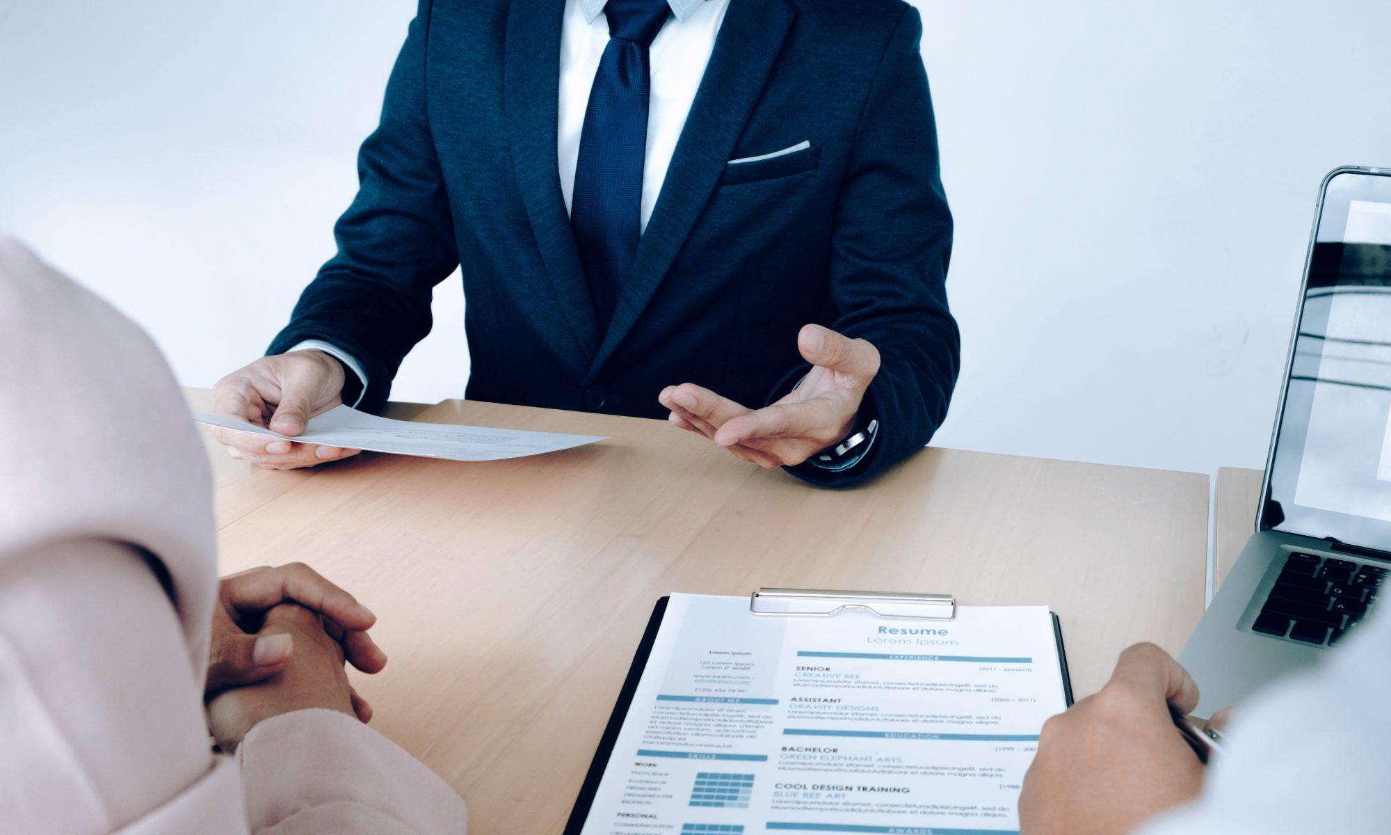 En qué se fija un empresario en un currículum vitae.